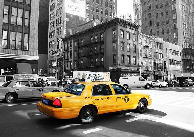 taxi-988348_640