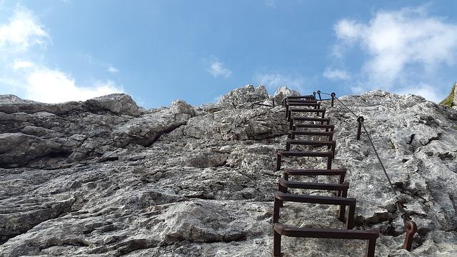 climbing-824373_640
